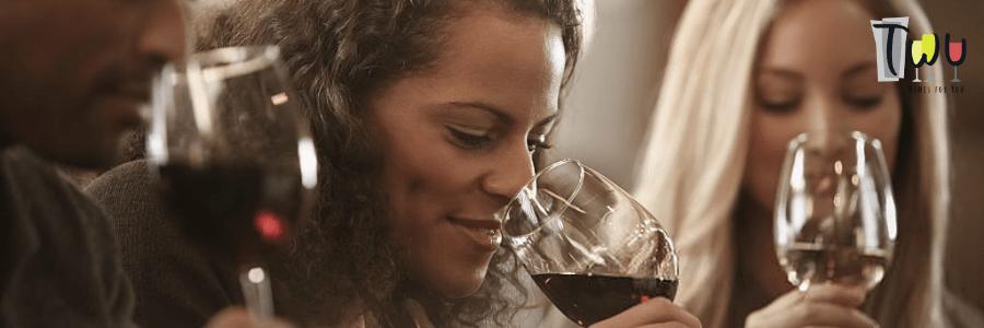Como se distingue um vinho floral de um frutado?